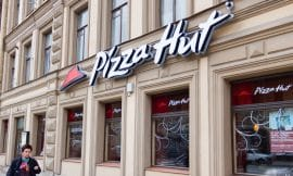 Which pizza hut stores are trialing vegan cheese?