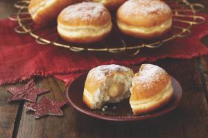 vegan gingerbread doughnuts