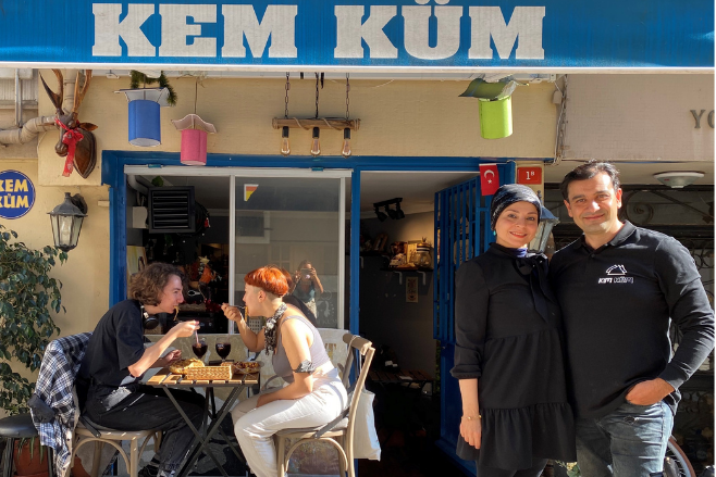 Why did Kem Küm restaurant in Istanbul switch to serving vegan meals?